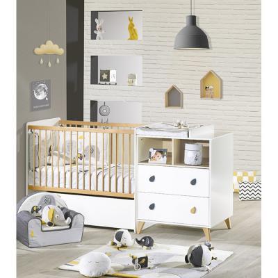 Babyfan est une collection de la marque sauthon baby déco à lunivers des plus apaisants pour votre bébé